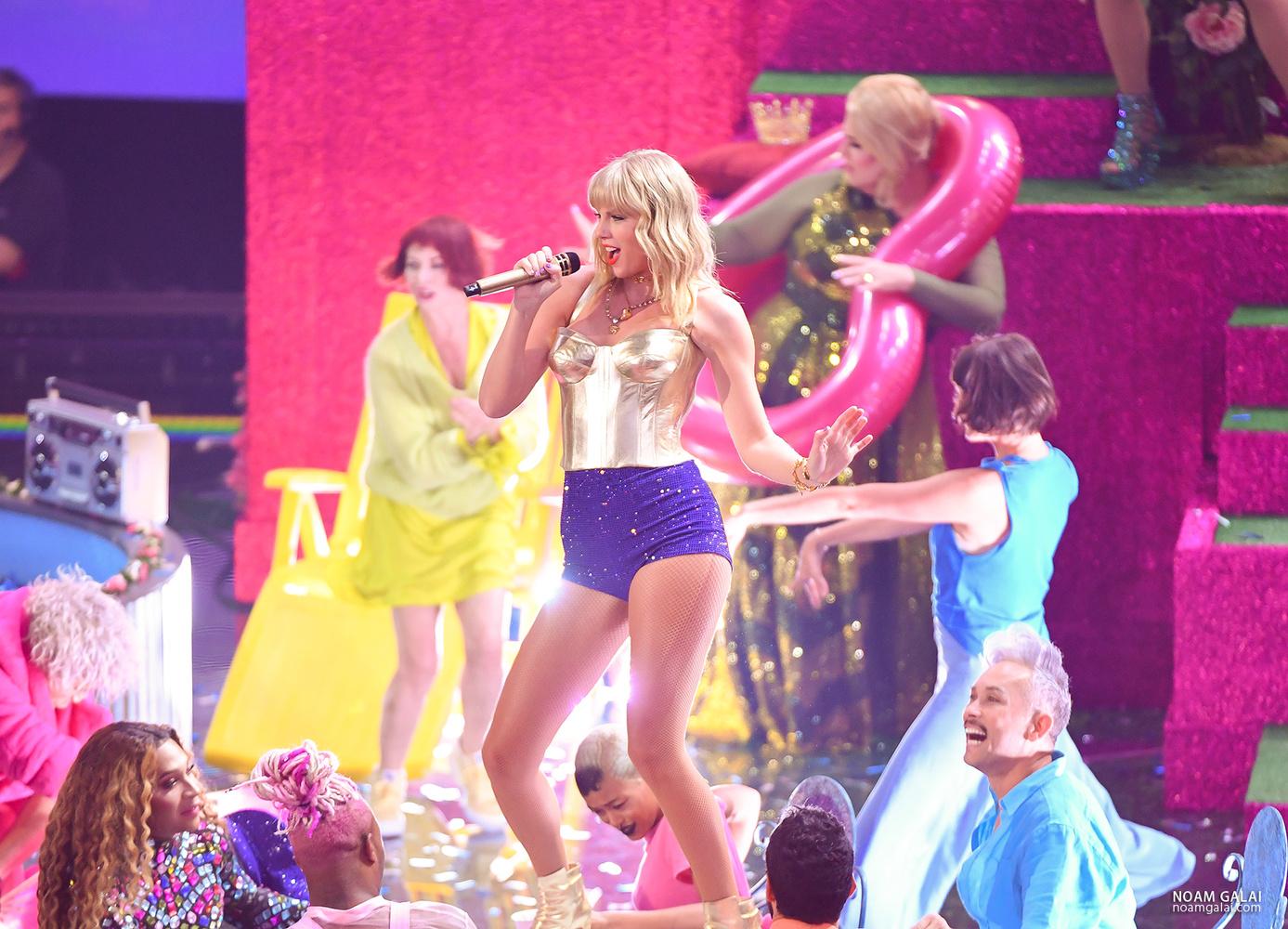 Taylor Swift by Noam Galai