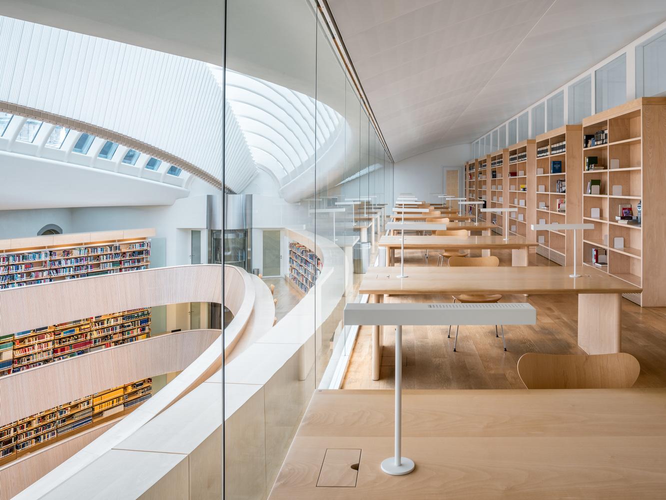 Law library University Zurich   Study by Sebastian Grundgeir