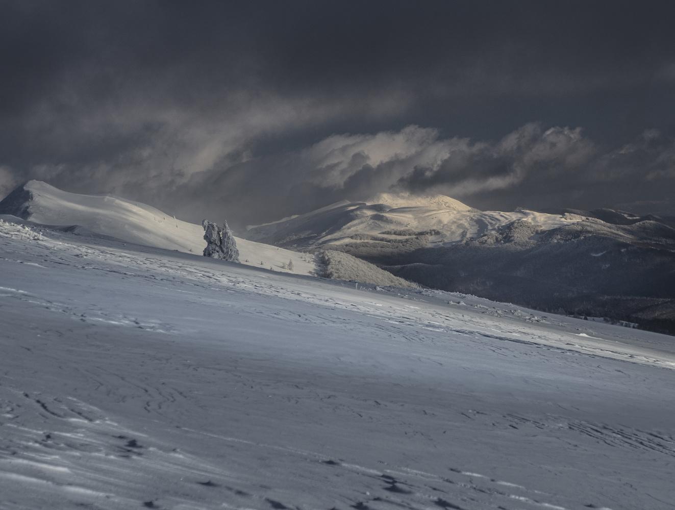 Bieszczady Mountains by Jerzy Wolochowicz