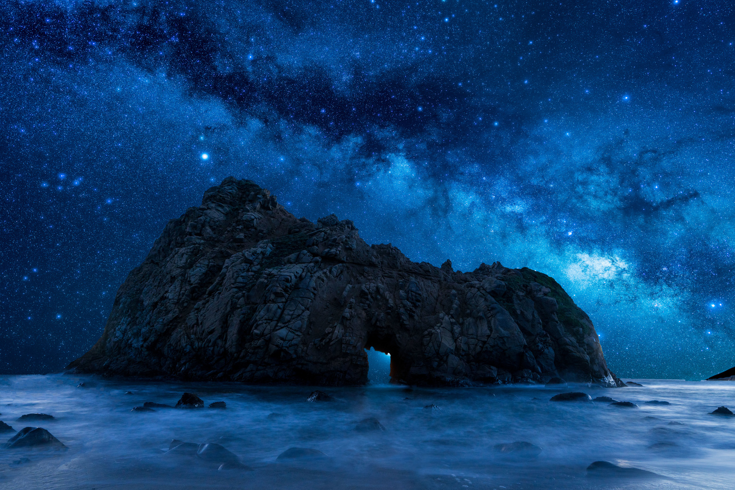 Milky Way arching over Keyhole arch at Pfeiffer beach by Karthik Subramaniam