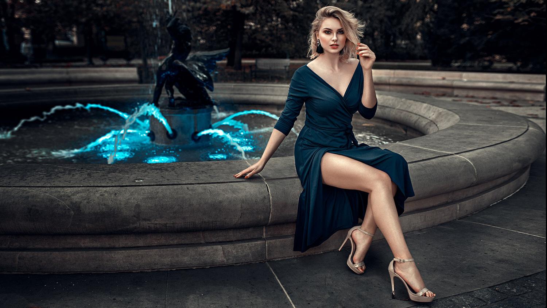 Blue fountain by Damian Piórko