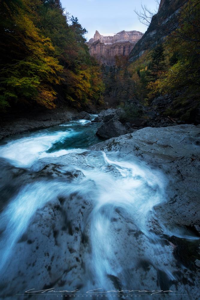 River flow by Unai Larraya