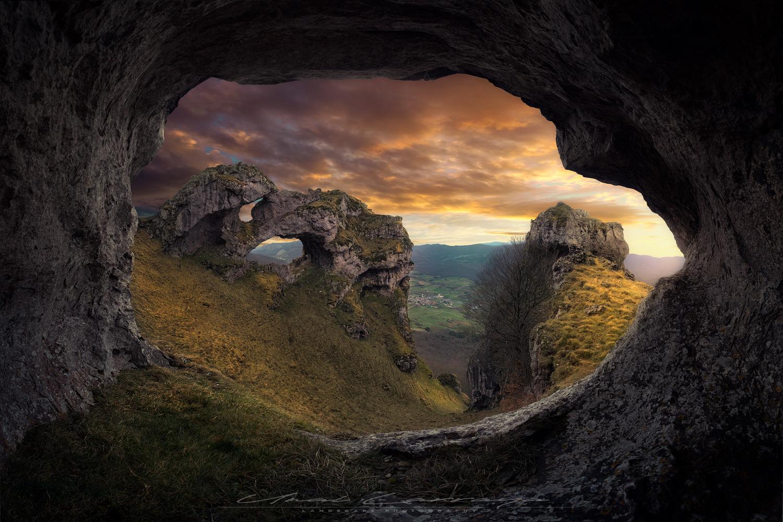 Triple arch by Unai Larraya