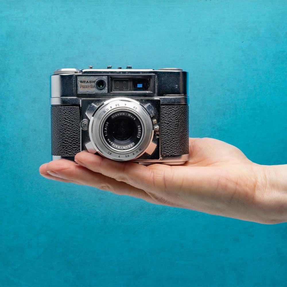 Vintage camera by Dayve Ward