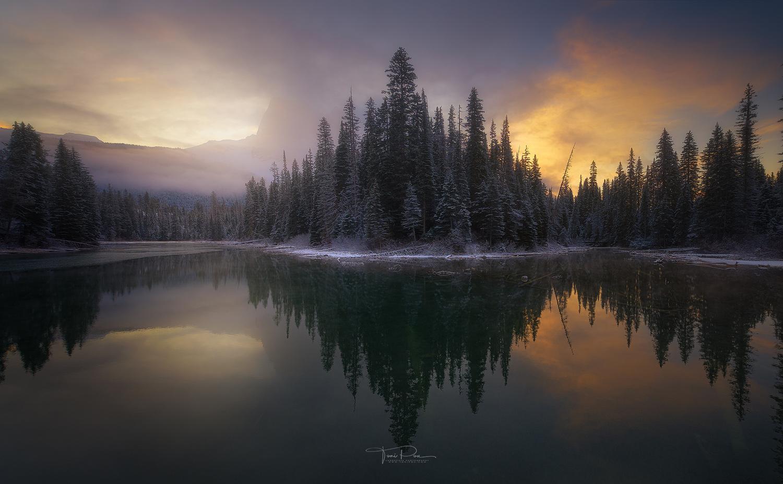 Emerald lake by Toni Pou