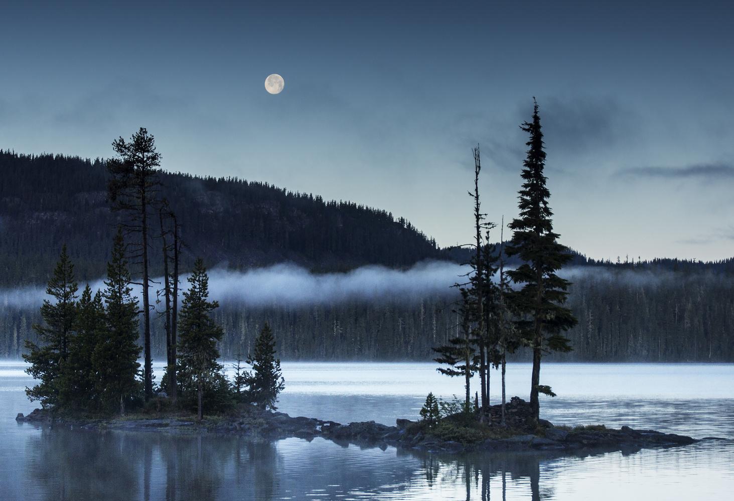 Full Moon Setting Over Waldo by Gary Horsfall