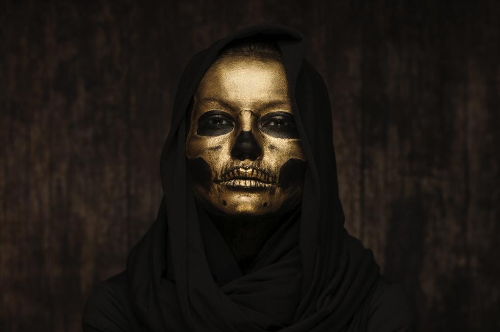Gold Skull by Jacek Woźniak