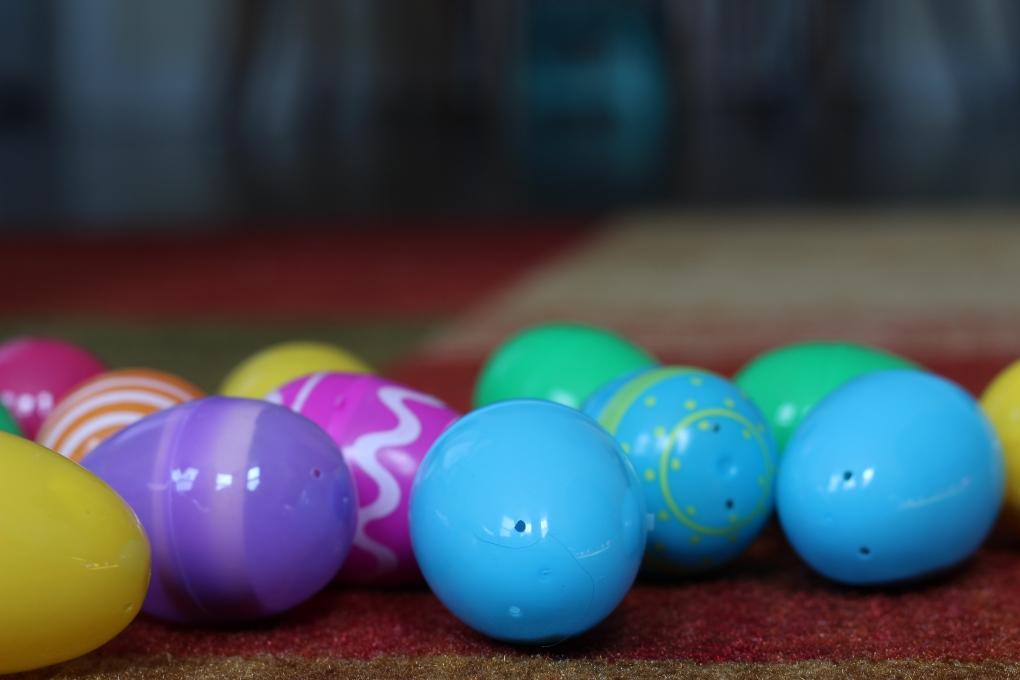 Toy eggs 100 by David Medranda