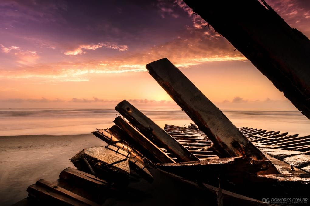 Shipwreck by Diogo Glovatski