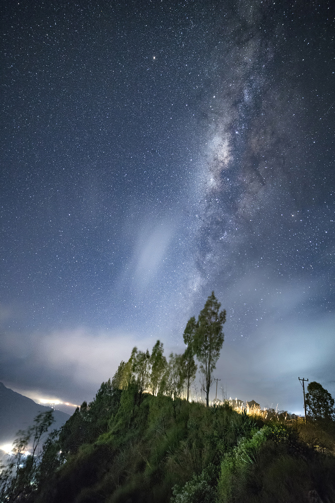 Not a moonrise, but a Galaxy-rise! by chinmay.ninja 