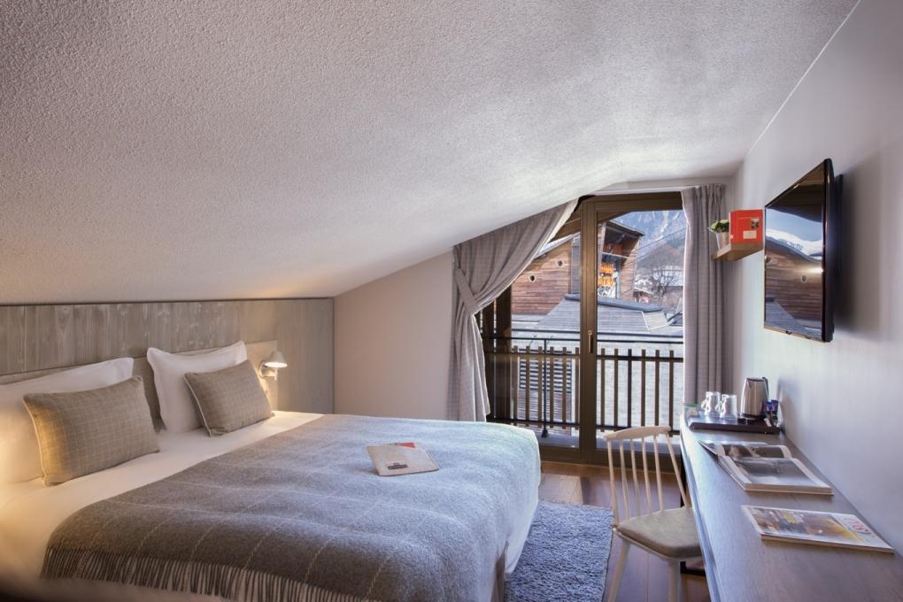 Hotel room 2 by Thomas Bekker
