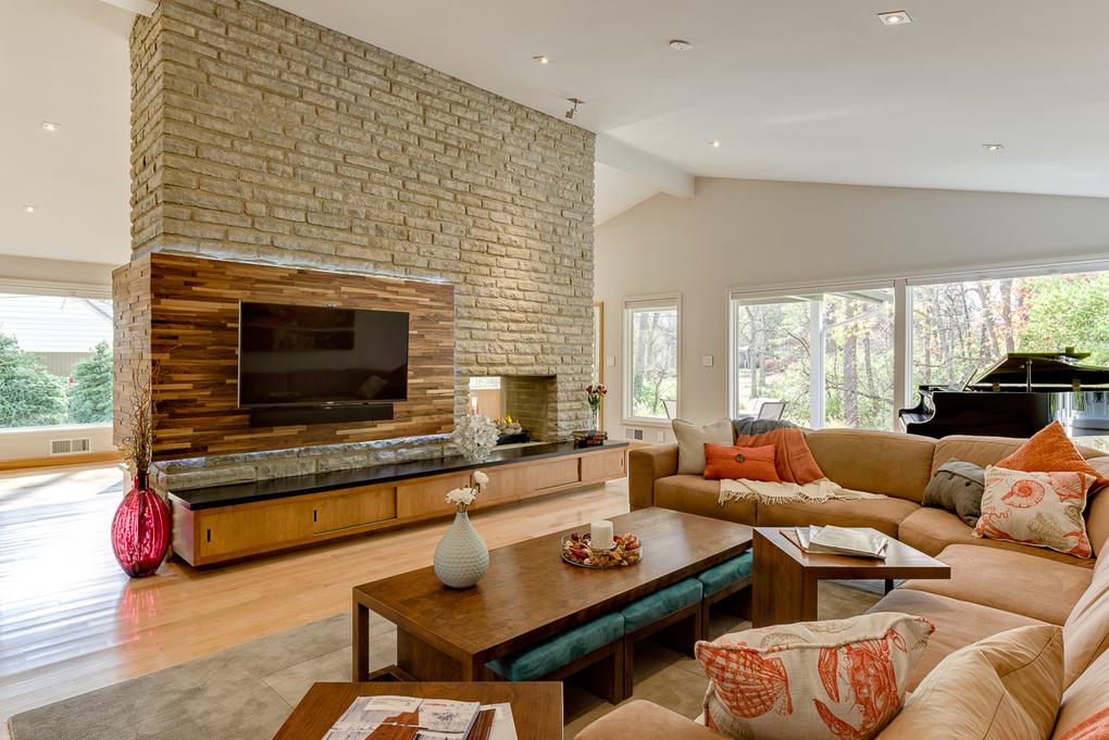 Modern Living Room by dale clark