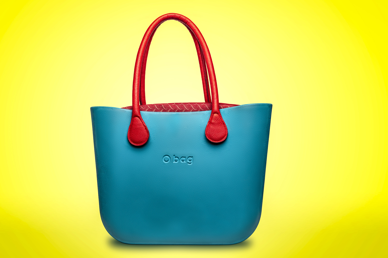 O bag by Roberto González