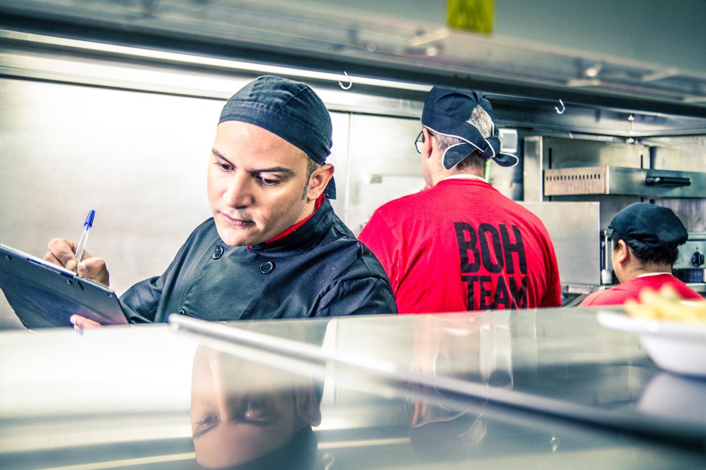 Fridays Cocina by Roberto González