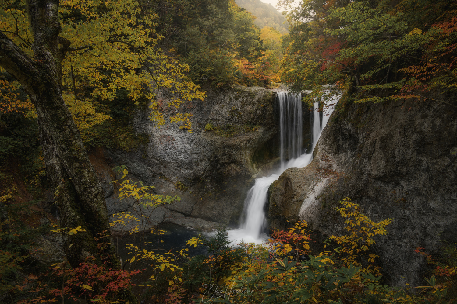 Autumn waterfall by Sho Hoshino