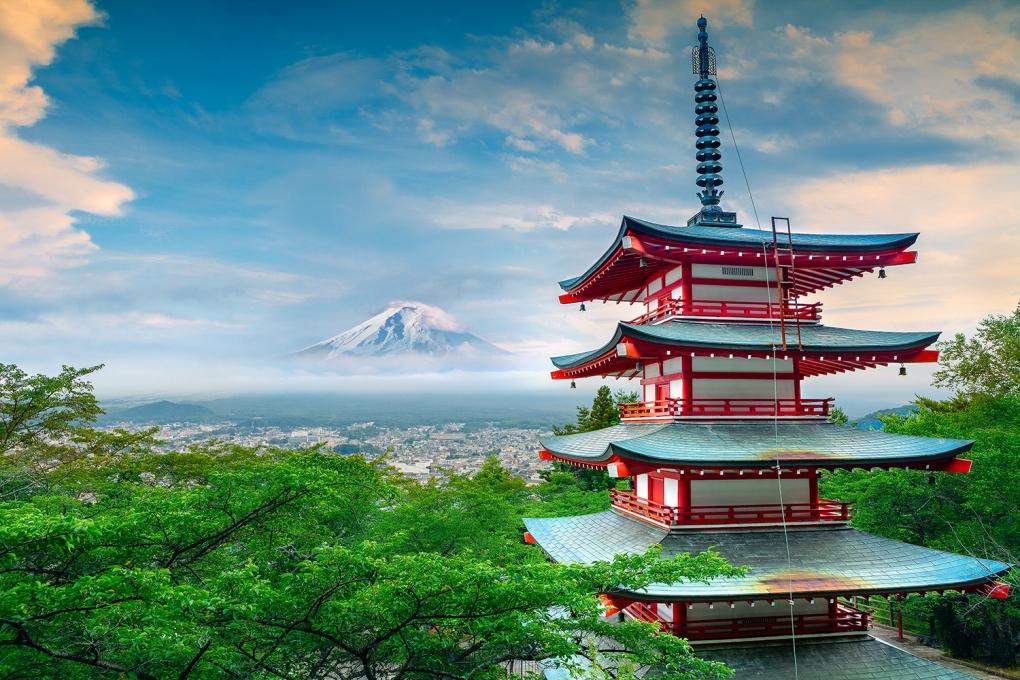 Mt Fuji & Chureito Pagoda (忠霊塔) by Peter Stewart