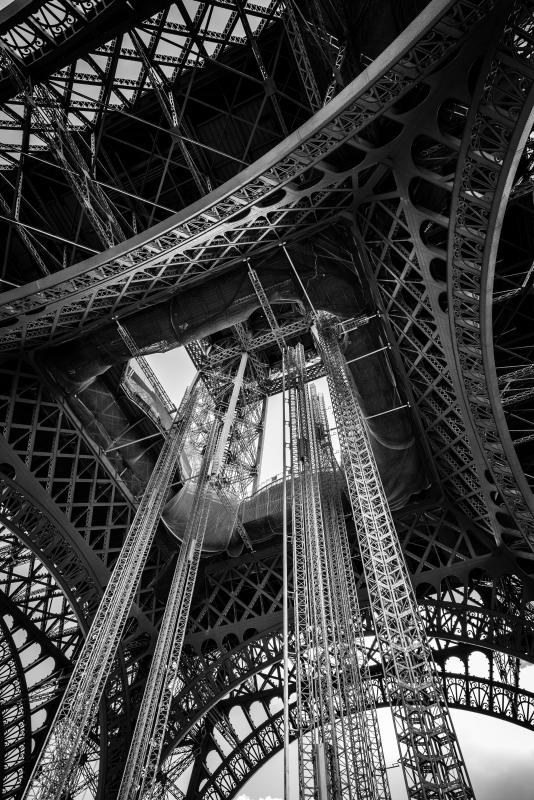 Eiffel Belly by Darwin Nercesian