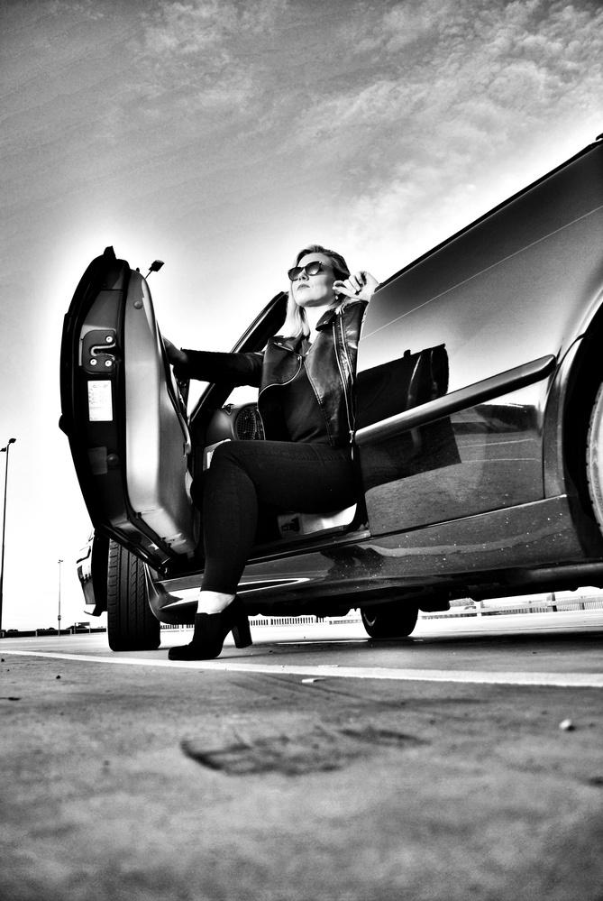 Lady driver by Michiel van Tongeren