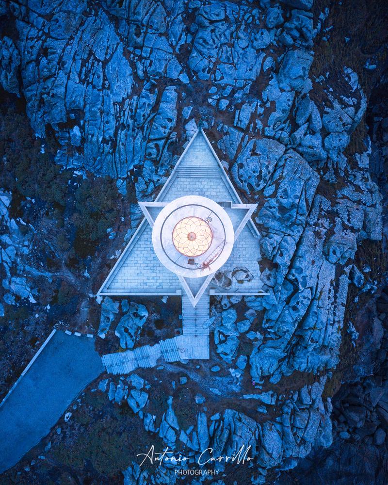 Triangle game by Antonio Carrillo