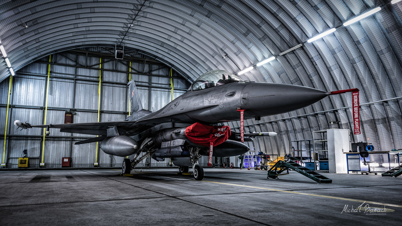 Lockheed Martin F-16C Jastrząb (4047) by Michał Banach