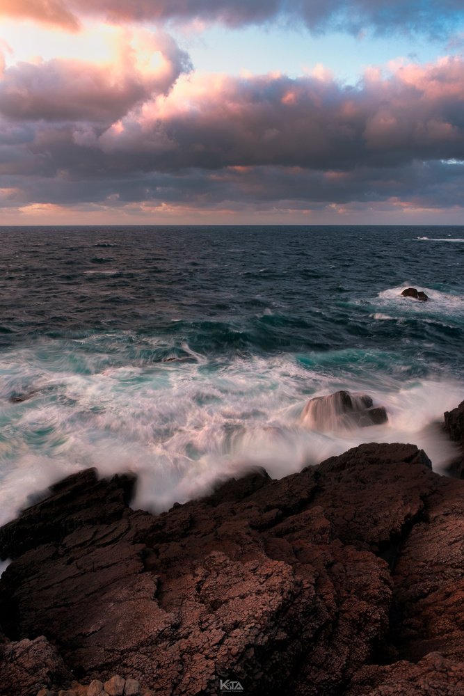 Tidal currents and rocks by Keita Kusaka