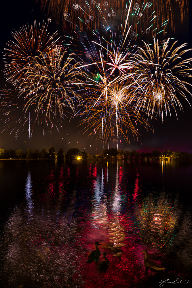 4th of July Fireworks - Boulder City, Nevada by Fraser Almeida