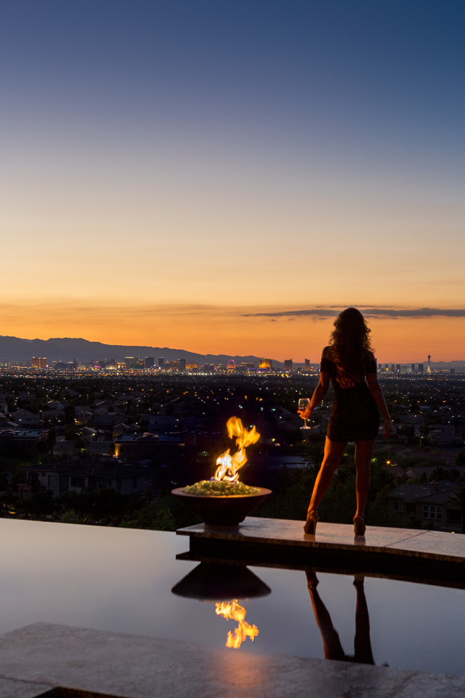 Taking in the View - Las Vegas by Fraser Almeida