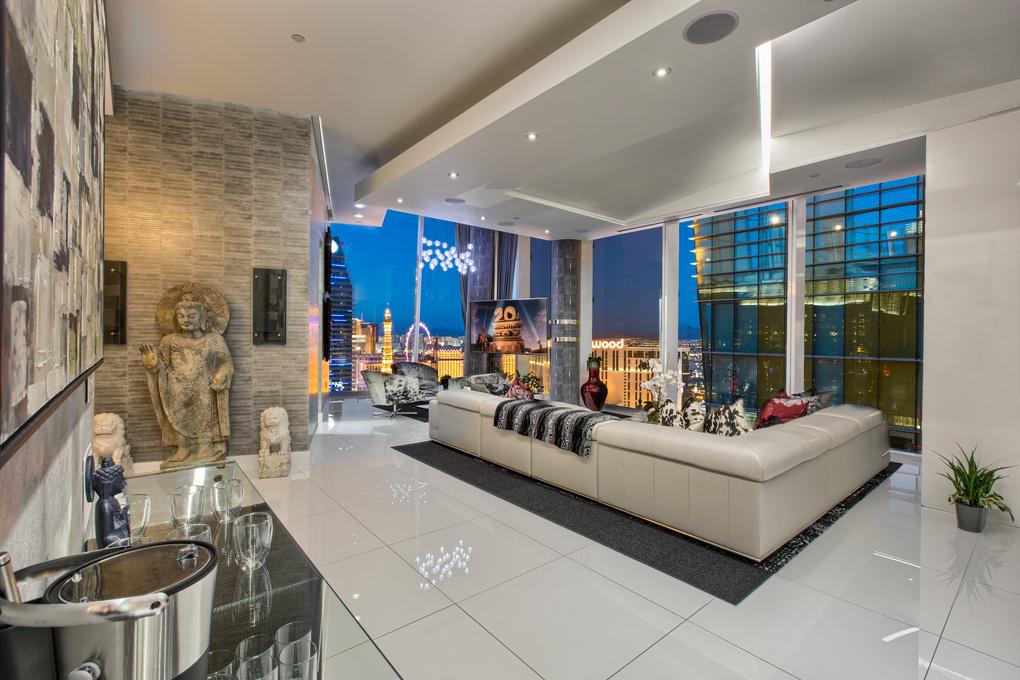 Veer Penthouse - Las Vegas by Fraser Almeida