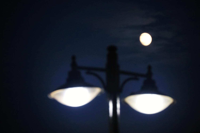 Street lights and the moon by İsmail Alper Şenova