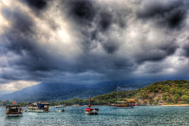 Storm approaching by İsmail Alper Şenova