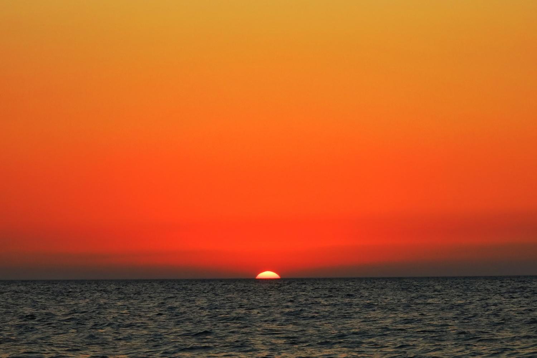 Sun down to the sea.. by İsmail Alper Şenova