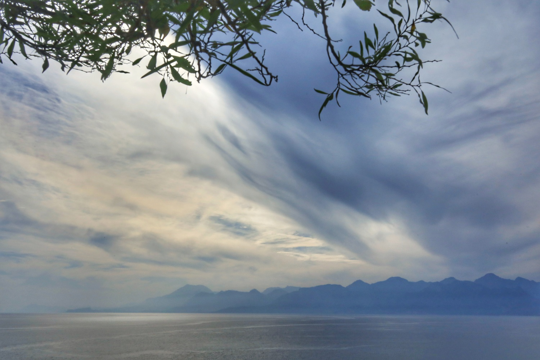 Sea, mountains and drifting clouds by İsmail Alper Şenova