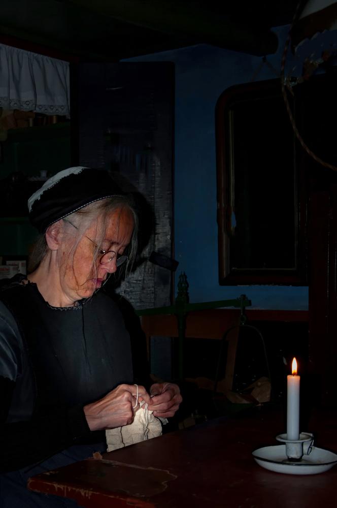 Haken bij kaarslicht by Henk Kuiper