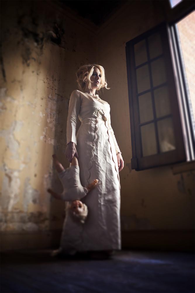 Creepy mom by Fabian Bono