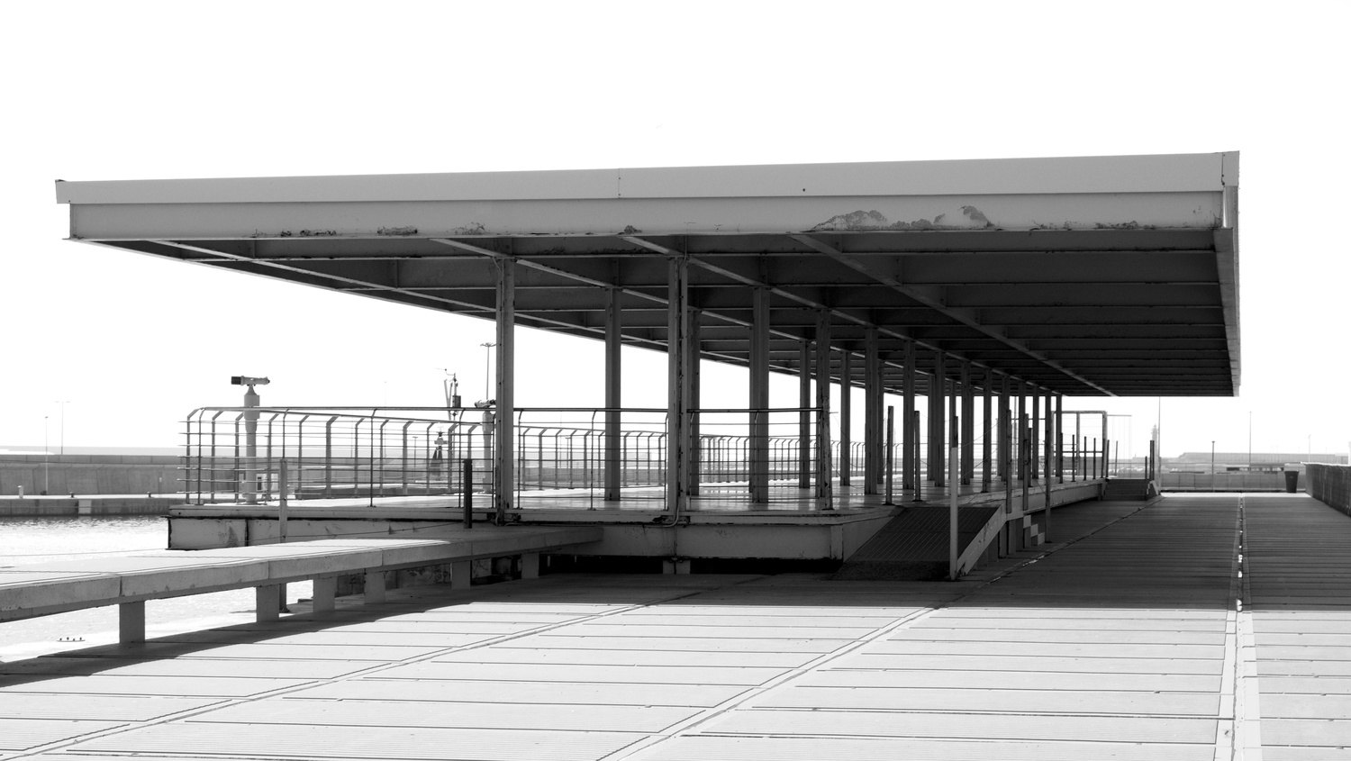 Valencia harbour pier by Cees Albers