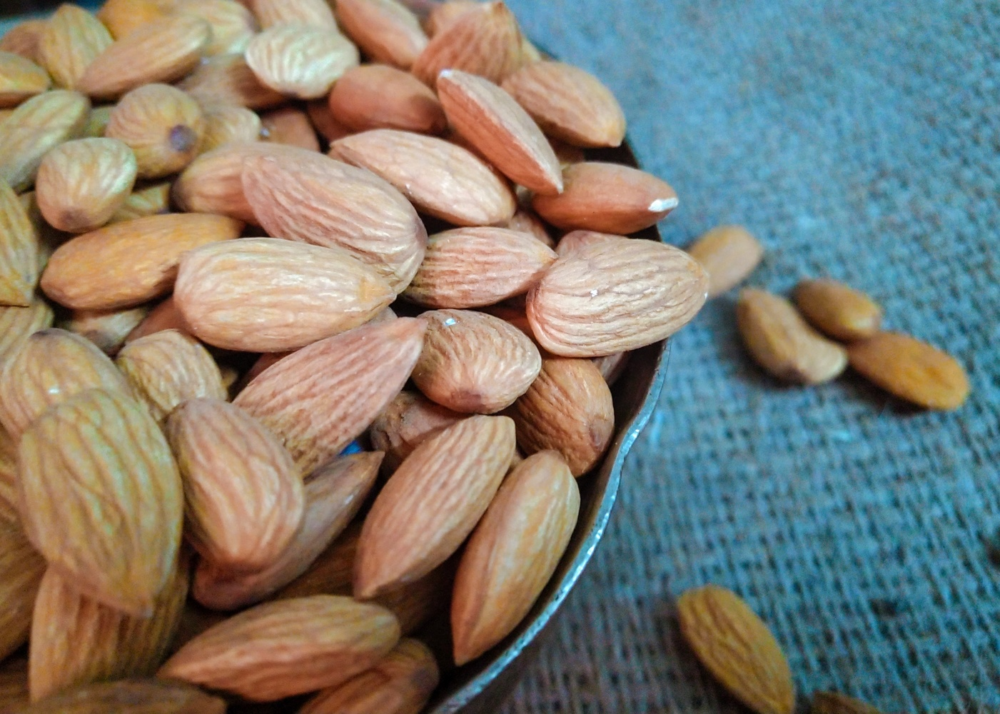 california almonds by Melapplon .