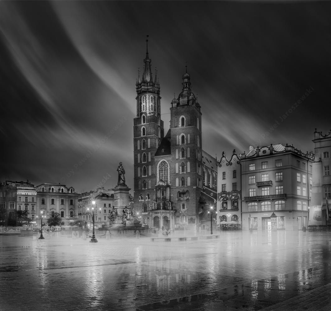 Cracow Main Square / St Mary's Basilica by Pawel Jaroszewski