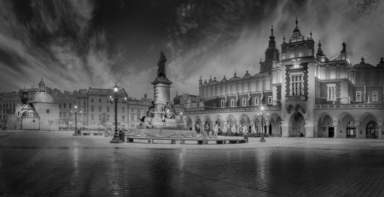Cracow Cloth Hall / Main Square by Pawel Jaroszewski