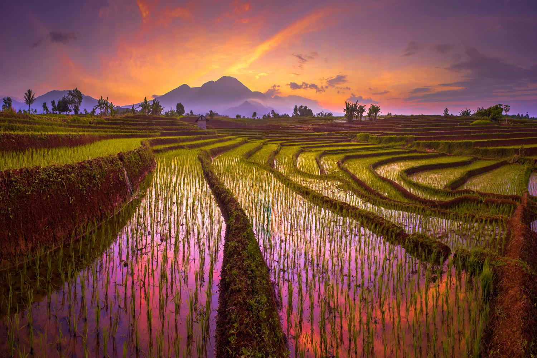 morning story mountain range by Rahmad Himawan