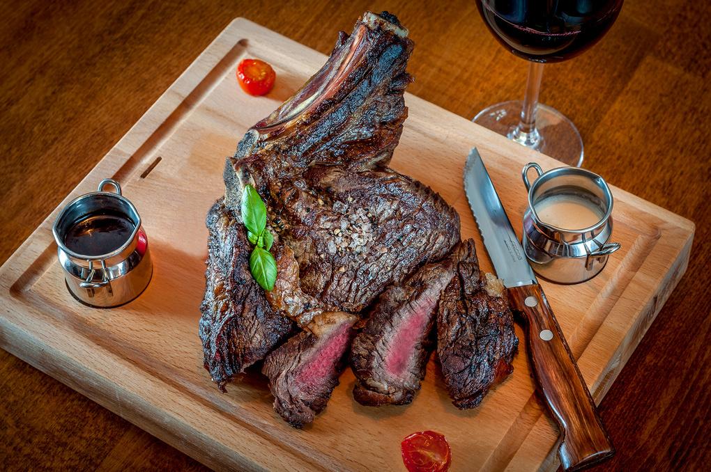 Cote de Boeuf Rare steak by Peter Cernoch