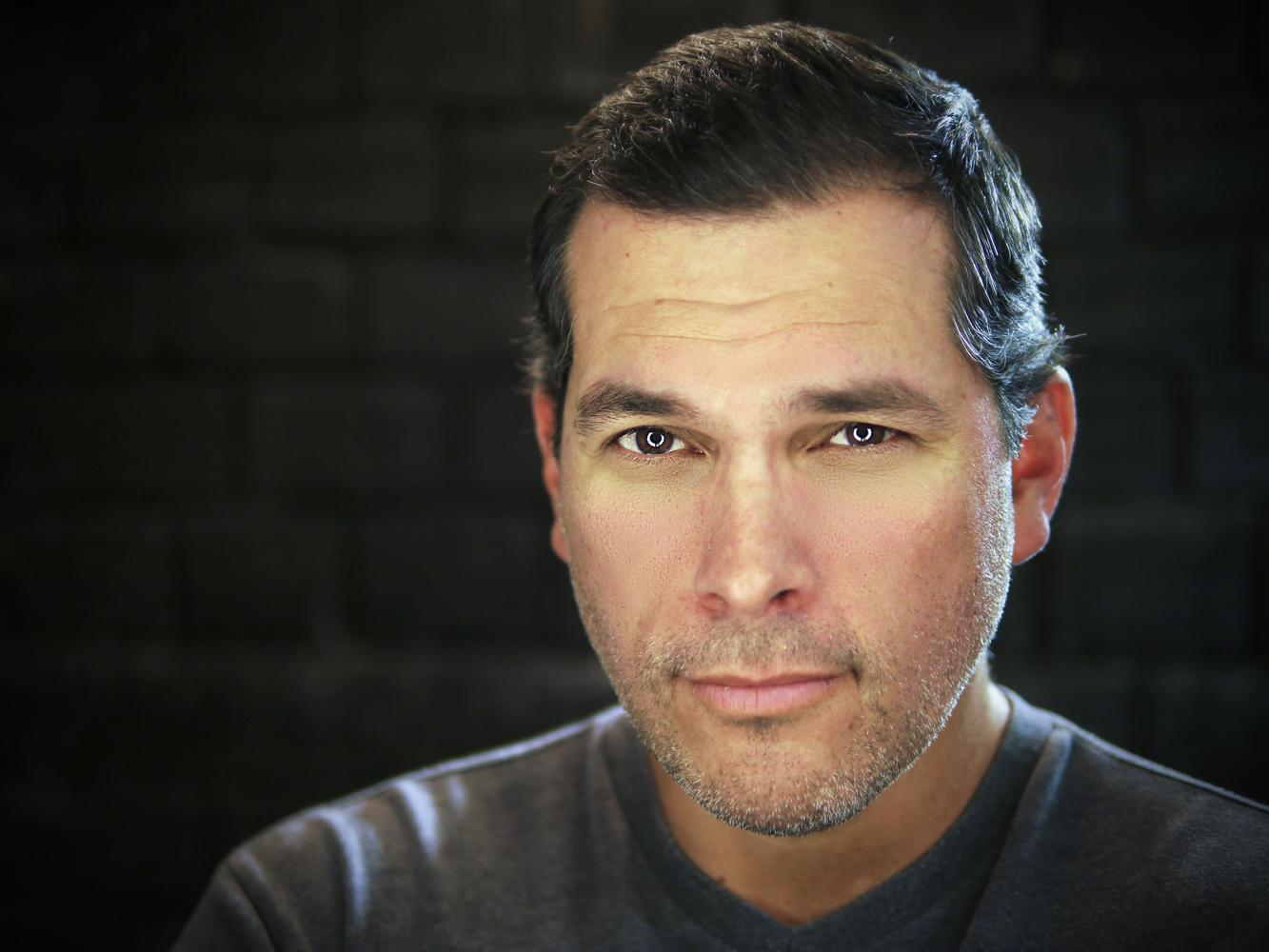 Headshot (actor) by Erik Tande