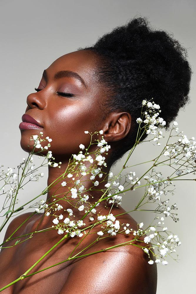 Sandra with flowers by Hana Zielinska Belanova