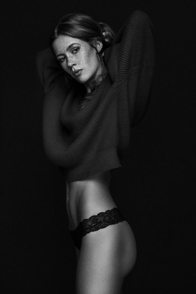 Alina by Robert Sakowski