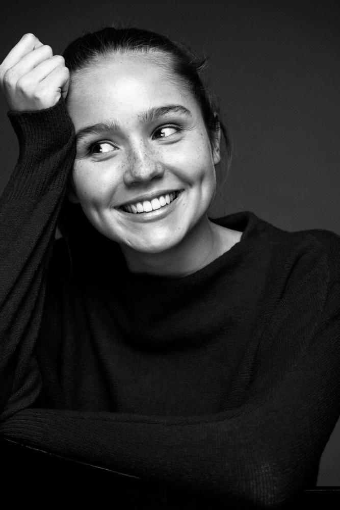 Paulina Hobratschk by Robert Sakowski