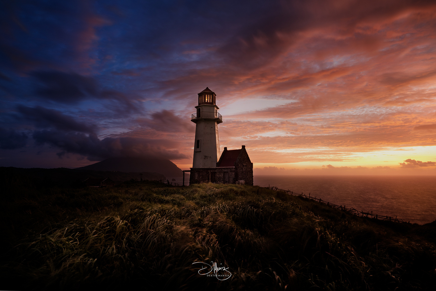 Tayid lighthouse by Dexter Maneja