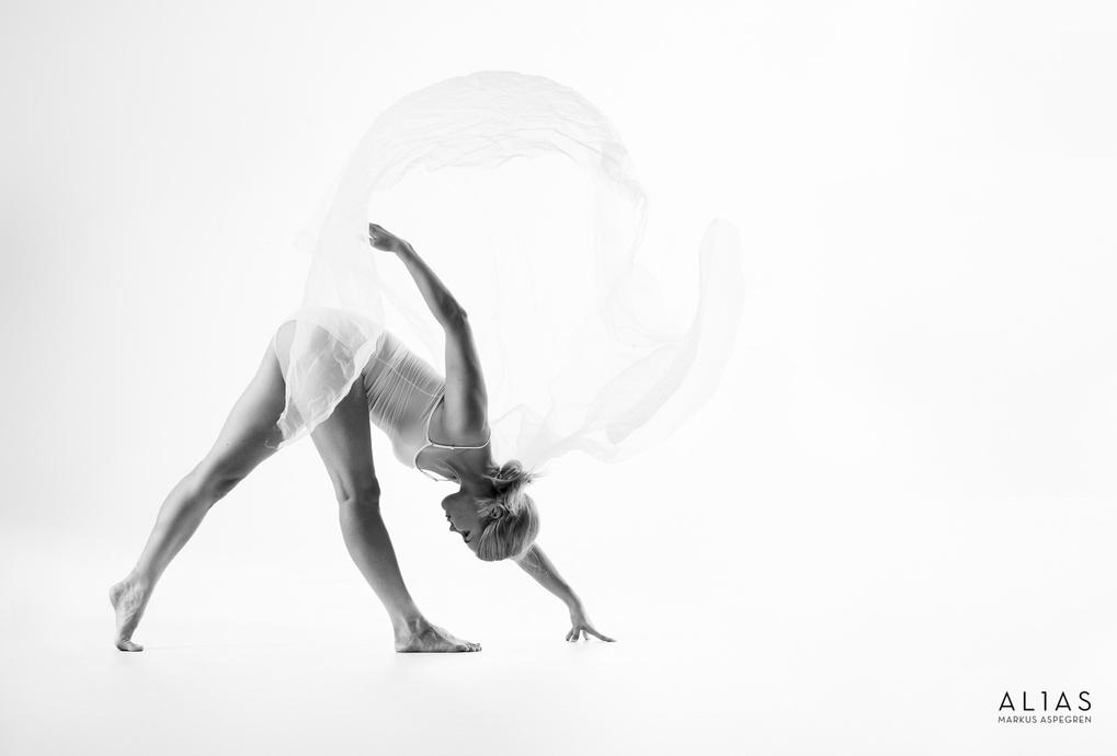 Dancer by Markus Aspegren