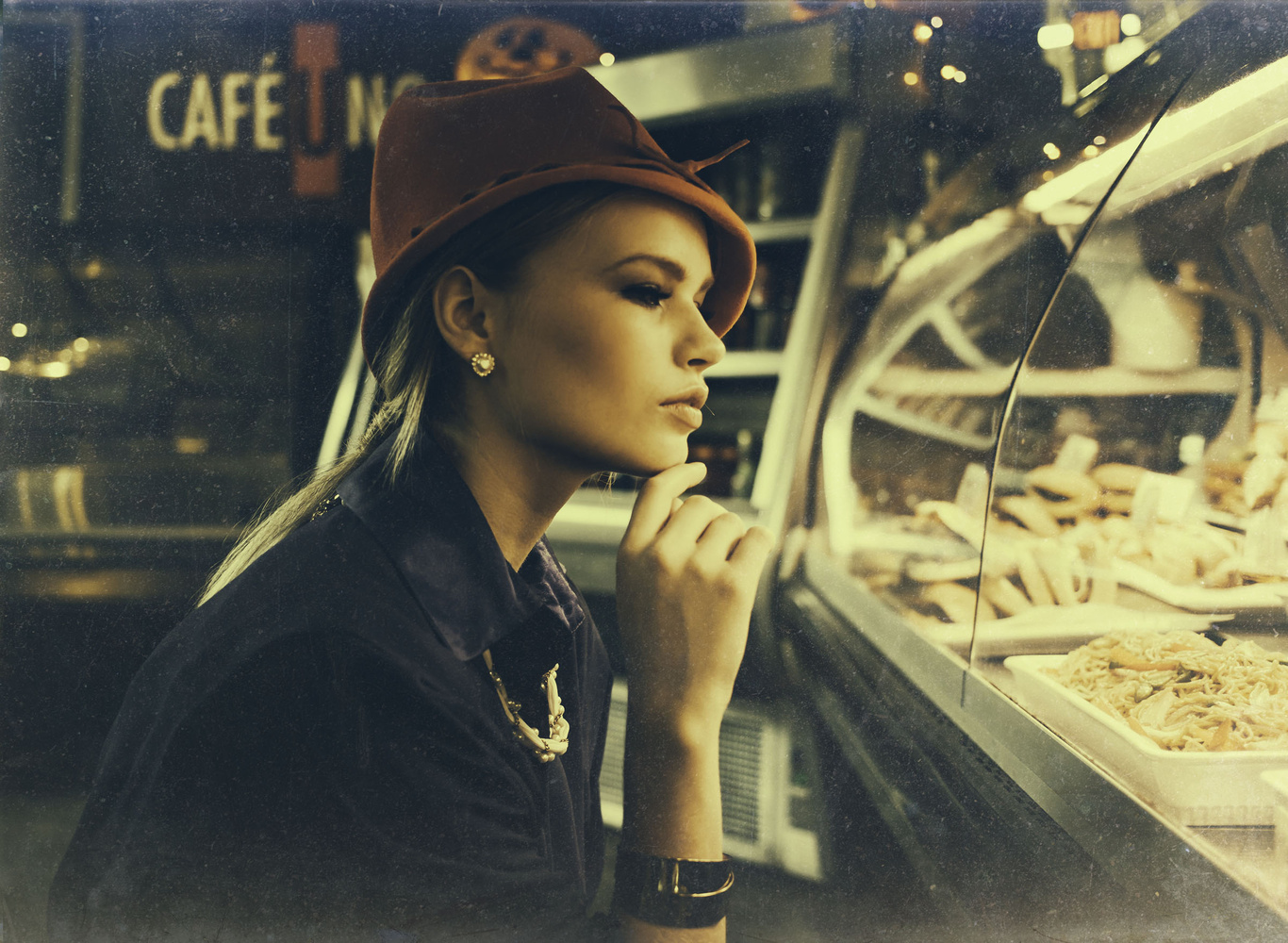 cafe. by Ian Pettigrew