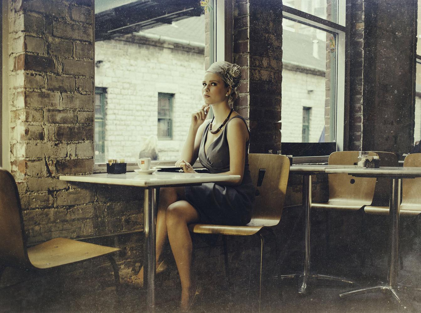 Le Café by Ian Pettigrew