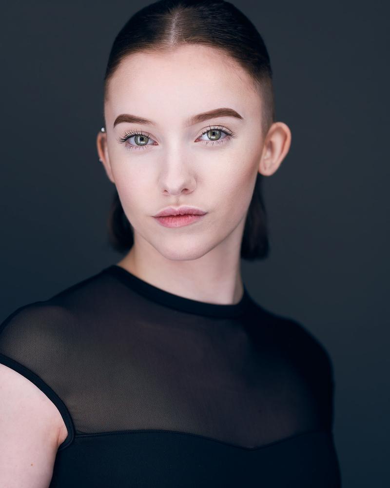 Elizabeth by Gary Barragan