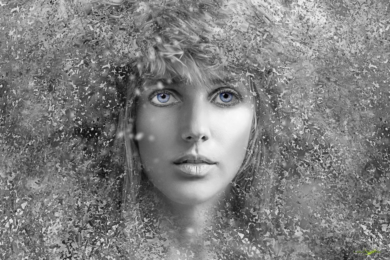 Snowhite by Carlos Santero